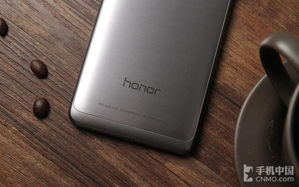 1461840597_honor-5c-025