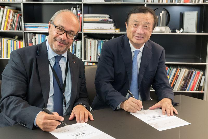 Max Berek Innovation Lab_ Signing_Ren Zhengfei_Dr Kaufmann.jpg